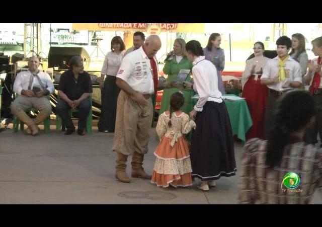 Festejos Farroupilhas de NH 2011 »  Rodeio Escolar »  Premiação »  Emei Dança