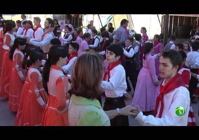 Festejos Farroupilhas de Novo Hamburgo 2011 »  Rodeio Estudantil »  Dança de Integração