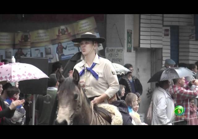 Festejos Farroupilhas de NH 2011 »  Desfile Temático »  Cavalarianos