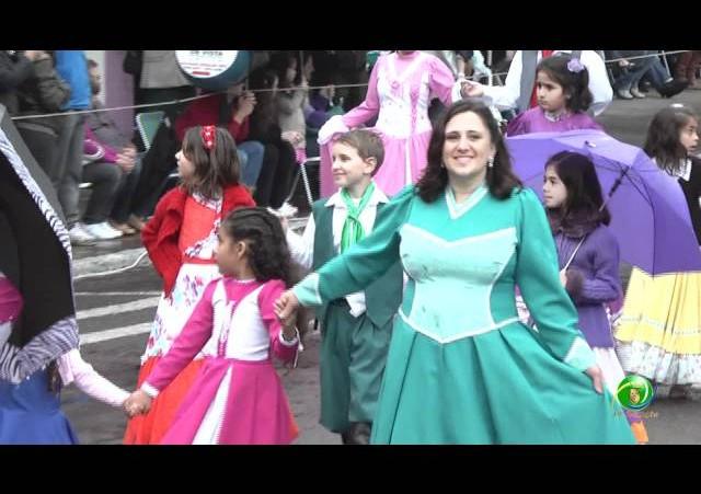 Festejos Farroupilhas de NH 2011 »  Desfile Temático »  Jovens Guapos