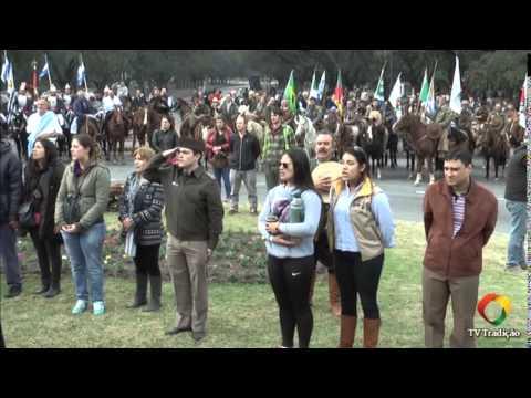 Desfile do dia da pátria Uruguaia e chama crioula gaúcha em Montevideo